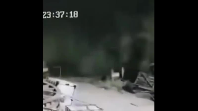 На заводе произошла утечка и работница пошла проверить