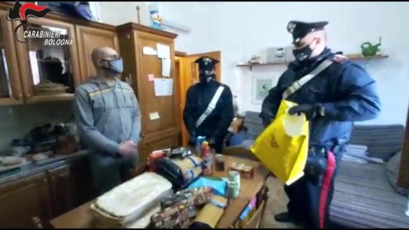 Casalecchio, non riesce a trovare lavoro i carabinieri gli donano la spesa