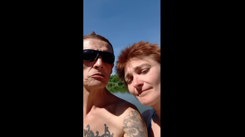 Тролль и Аннике на речке