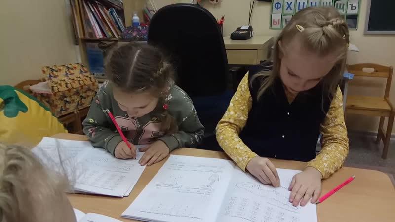 Перенеси рисунок по клеточкам. Е.В.Михайленко Рабочая тетрадь по математике для детей 6-8 лет. Возраст детей 6 лет. Группа 3.