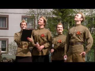 Во дворах домов, где живут ветераны Великой Отечественной войны, агитбригады дали серию концертов