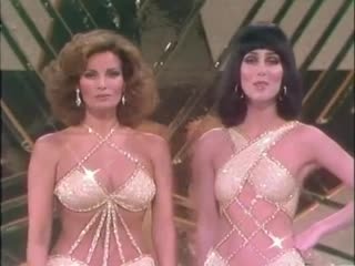 Cher  Raquel Welch - Im a Woman (Live 1975)