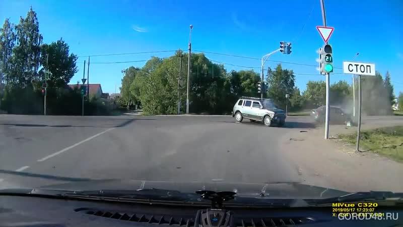 На трассе Липецк-Грязи «Хендай» и «Нива» не поделили перекресток