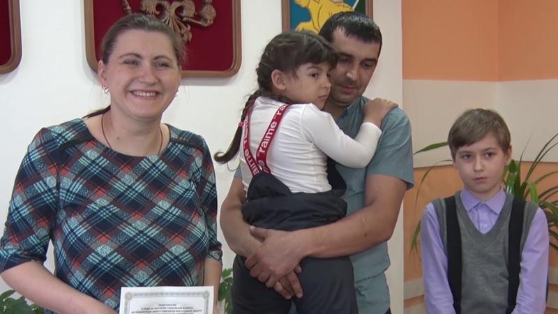Вручение сертификатов молодым семьям на приобретение жилья