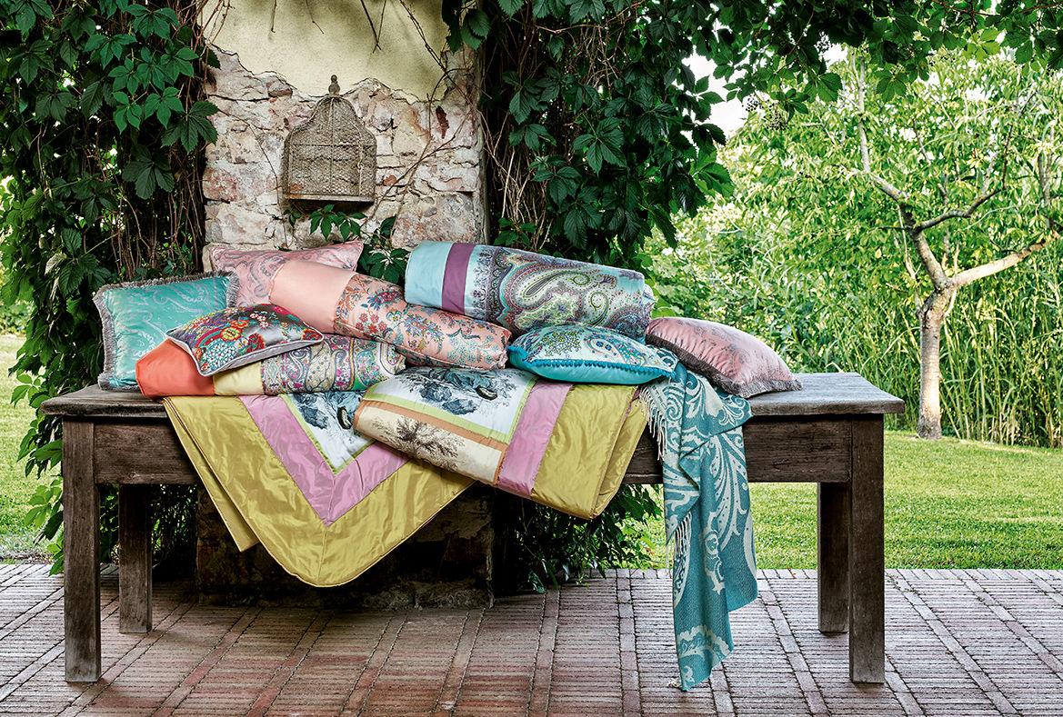 Культовый узор пейсли, цветочные принты и геометрические рисунки: коллекция Etro Home лето 2020