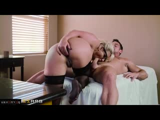 Phoenix Marie & Johnny Castle [ Mature / A uniform, Pussy, Old with young, Doctor, On a rider, Cumshot in mouth, Curly, G