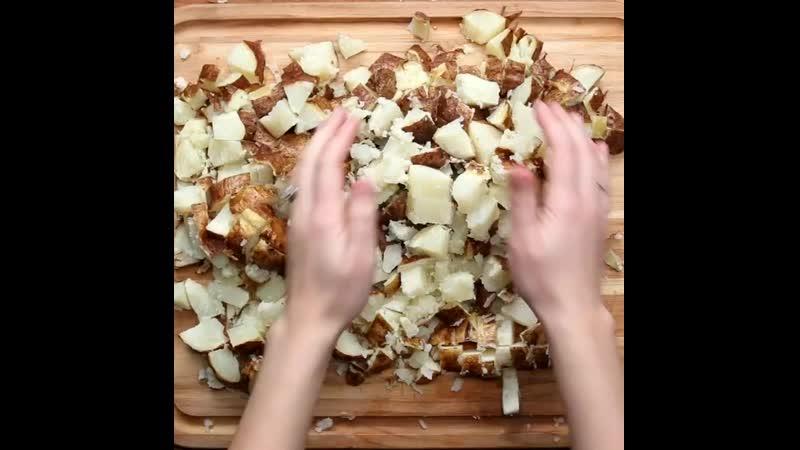 Картофельная запеканка с сыром🥘 Ингредиенты 👨🍳✅ 6 красновато коричневых картофеля✅ Оливковое масло✅ Соль по вкусу✅ Перец п