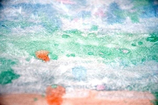 Ледяной рисунок Предложите ребенку интересный эксперимент нарисовать картину с «ледяными» кристаллами! Для этого вам понадобится несколько пакетиков магния сульфата (магнезии), которые можно