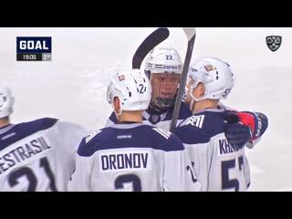 16-летний Данила Юров забивает первый гол в КХЛ