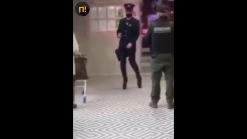 Охранник Пятерочки в Челябинске ударом уложил на пол покупателя на каблуках