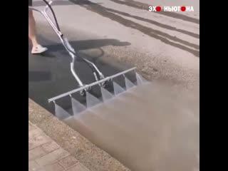 Интересное приспособление для очистки покрытия от пыли и грязи!