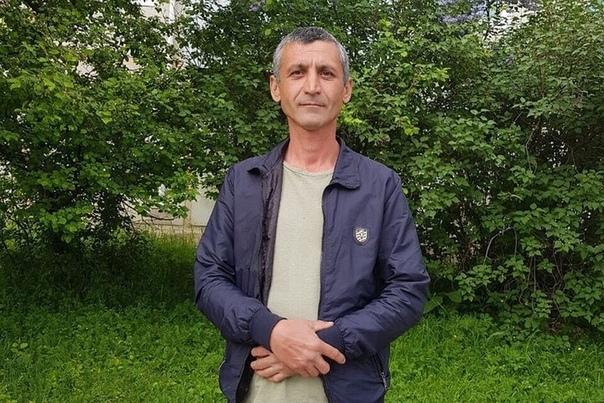 Случайный прохожий чудом спас малыша, которого выбросили из окна. Случай произошел 6 июня в Североуральске. 44-летний уроженец Таджикистана Фахриддин Юсупов вместе с другом стоял недалеко от