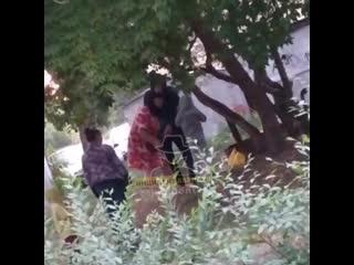 В Барнауле мать била и кричала матом на ребенка посреди двора (Инцидент Барнаул)