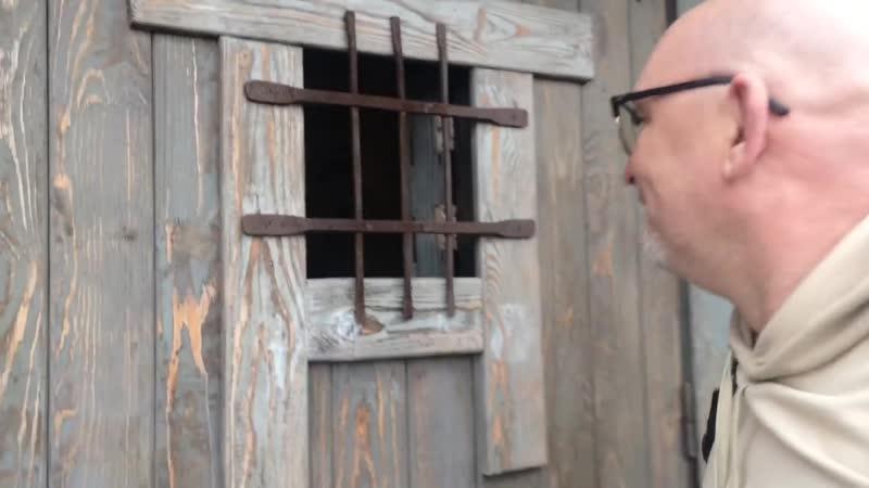 Гоблин прячется в сортире Дмитрий Юрьевич Пучков сидит в туалете