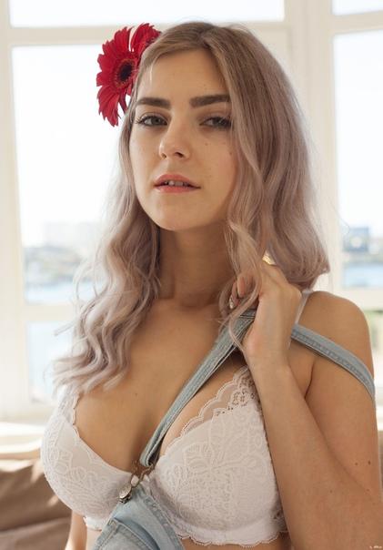 Eva Elfie 7
