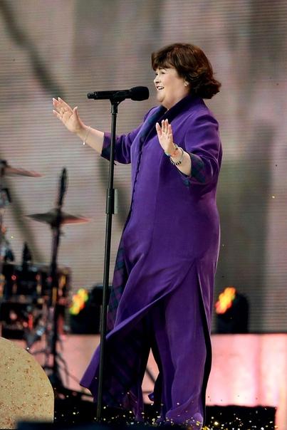 Просто так) ...Или как домохозяйка стала певицей, а потом миллионершей Сьюзен Бойл популярная певица, которую полюбил весь мир. Однако путь к славе оказался трудным. Ведь она не отличается