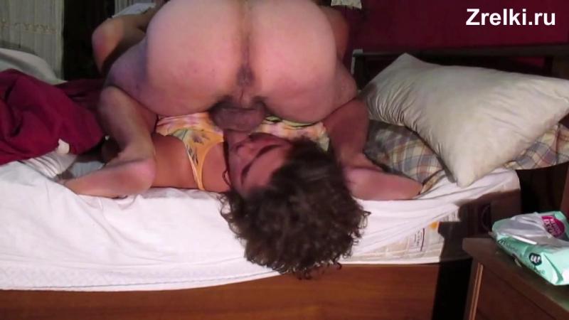 Зрелую сисястую мамашу трахают в рот Домашнее частное