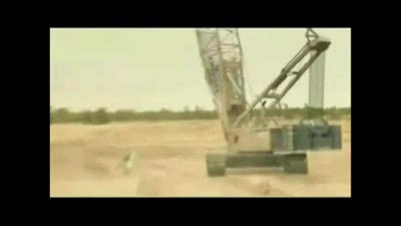 Самый экстримальный прыжок с парашутом, который только можно себе предствить Ну очень экстремально