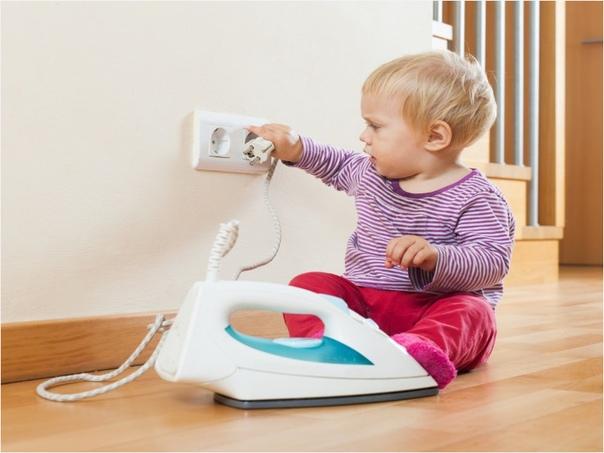 10 вещей, которые обязательно должны сделать родители для безопасности своего ребёнка дома