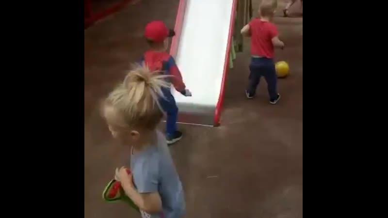 Полный шкаф игрушек 🎠🧸🚗 - а ребенок играет с кастрюлями и коробками!  Знакомо?  Эта ситуация может расстроить родителей, заботли