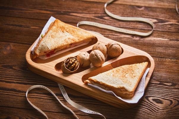 Посуда из дерева благотворно влияет на здоровье человека. Например, дуб известен своими противовоспалительными и противогнилостными свойствами. А так же благодаря содержанию таниды, деревянная