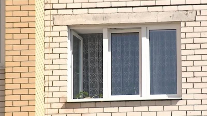 В Костроме и в Буе выпали из окон двое маленьких детей