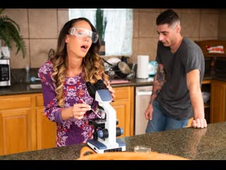 McKenzie Lee - Touching Reunion / Горячая милфа с сыном на кухне
