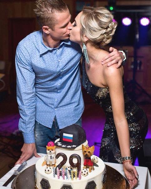 Дмитрий Тарасов заявил, что требует Бузову показать прессе заявление в полицию. Напомним, она уверяла, что он ее