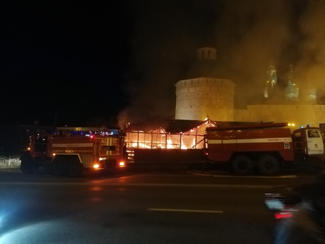 В центре Сергиева Посада напротив Лавры сгорело