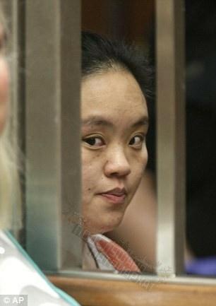 Шмать, которая убила своего месячного ребенка, положив его в микроволновку на 5 минут, приговорена к пожизненному заключению Она была осуждена за убийство первой степени за то, что положила свою