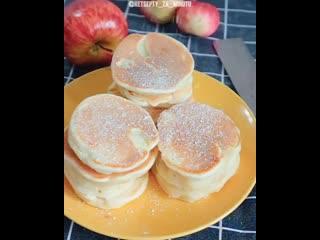 Яблочные оладьи к завтраку