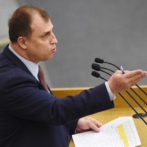 В России домохозяек хотят заставить платить налоги Такая идея появилась у депутата ГД от Единой России Вострецова. Он считает, что домохозяйки являются самозанятыми гражданами и что в стране