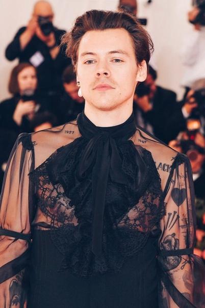 Гарри Стайлс пришел в одежде Мадонны.