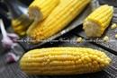 Кукуруза в листьях запечнная в духовке