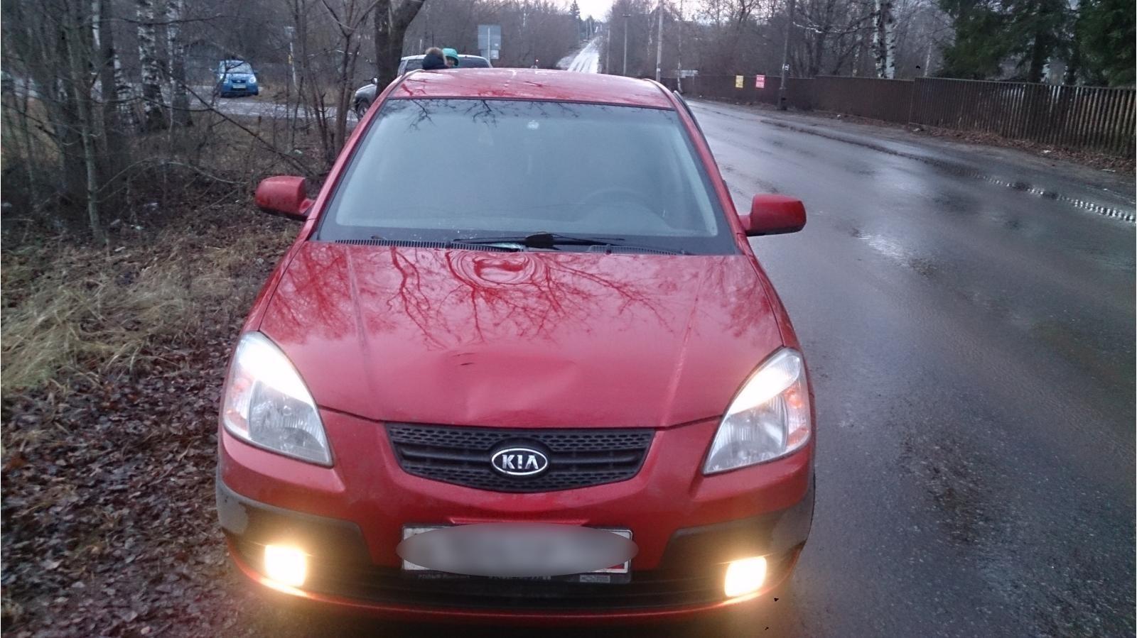 На улице Ильича в Кимрах водитель Киа Рио сбила пожилого мужчину, стоящего на проезжей части