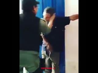 Женщина-полицейский из Бразилии, объясняет мужчине который избивает жену, что так делать не нужно NR