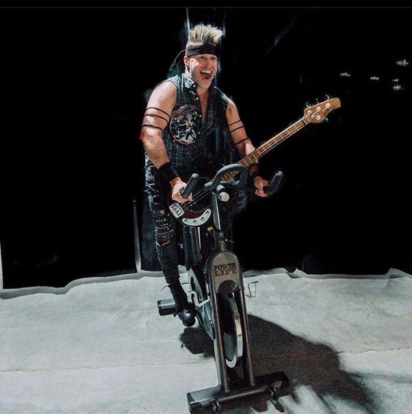 Brad Walst, басист «Three Days Grace»