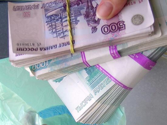 Сотрудник банка решил сыграть свадьбу и украл на нее миллион рублей. Случай произошел в Нижневартовске. В одном из банков 21-летний специалист кредитного отдела был пойман на том, что оформил
