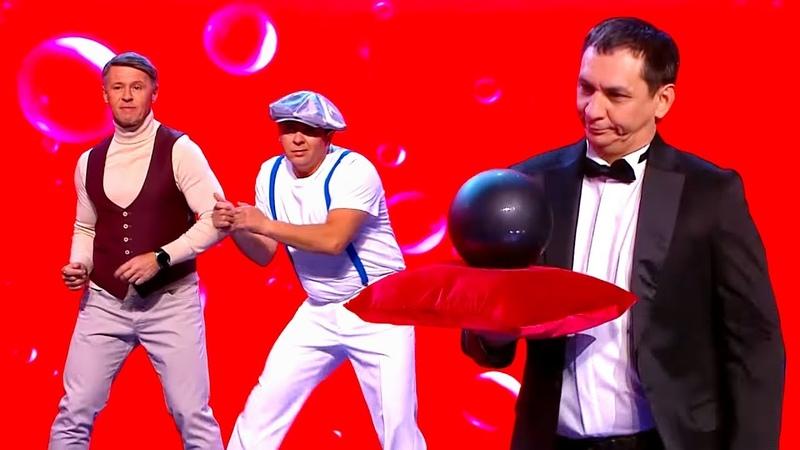 Танец в животе Уральские Пельмени Елка дети два стола Новый год 2020