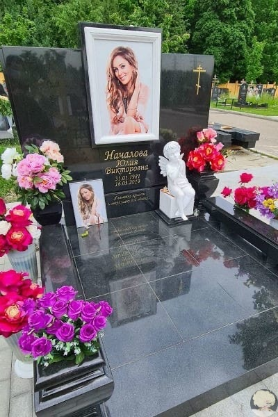 На могиле Юлии Началовой установили памятник  фото