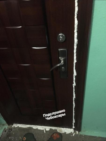 чем залить дверь соседям
