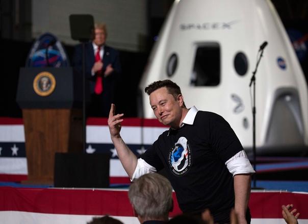 Илон Маск запустил свой первый пилотируемый космический корабль