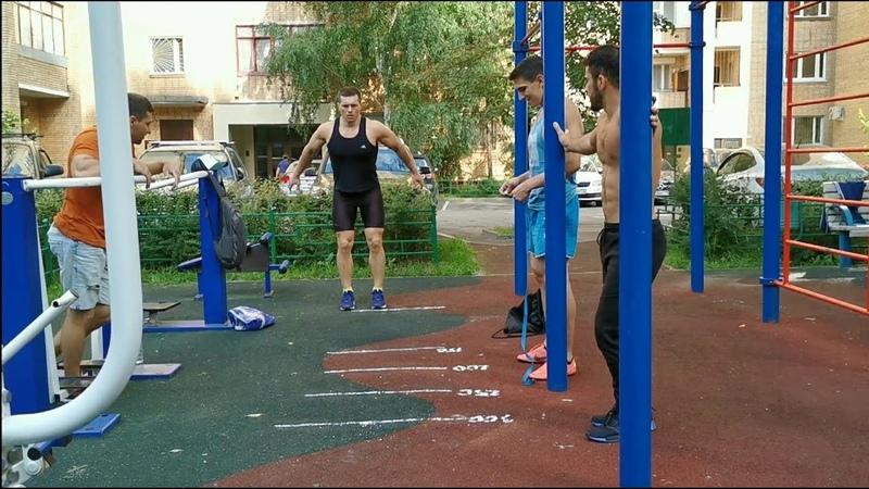 Прыжок в длину с места от лучших воркаутеров Москвы