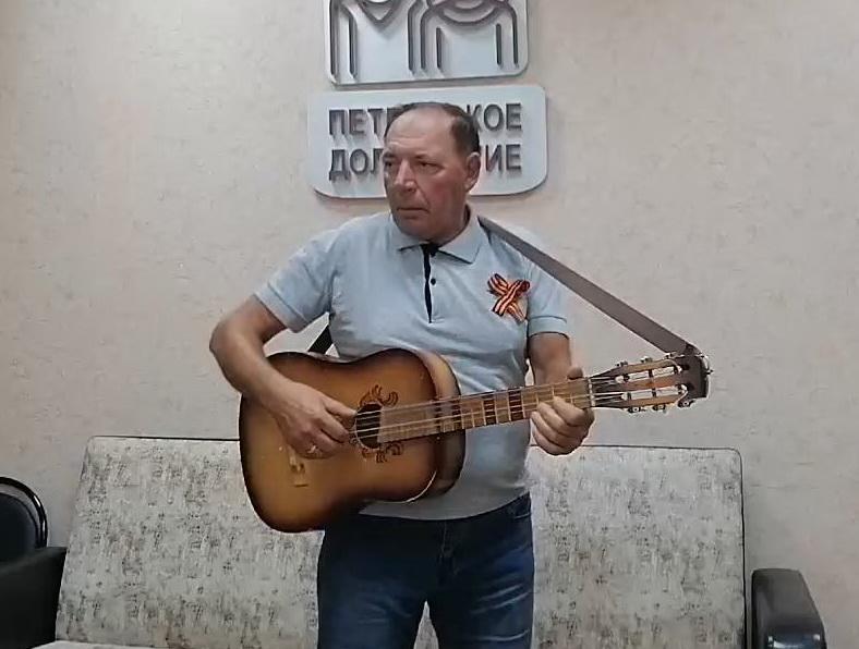 Петровчанин Евгений Захаров участвует в межрайонном творческом конкурсе