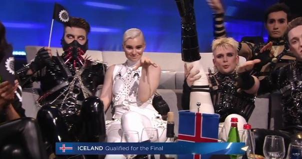 У чудаков из Исландии на Евровидения совсем чердак порвало во время объявления результатов Шампанского там много было В финал
