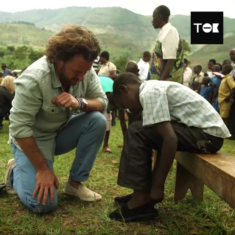 Обувь для миллионов детей, которые не могут ходить в школу
