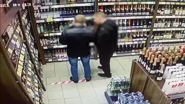 Сотрудник магазина «Дикси» пострадал, отбивая водк...