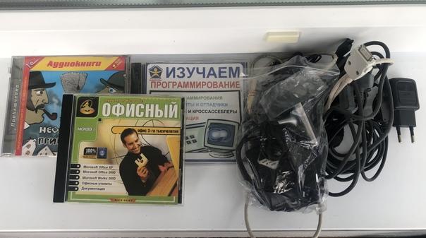 -CD на компьютер -Провода(зарядки, USB) - Ремни 2шт(красн...