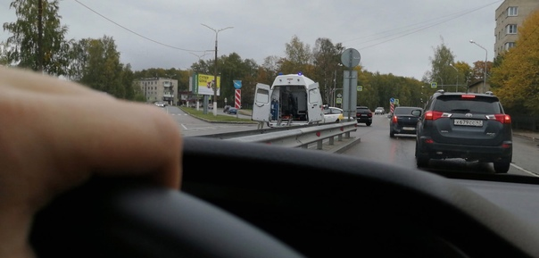 Яндекс и мотоциклист не поделили перекрёсток Побед...