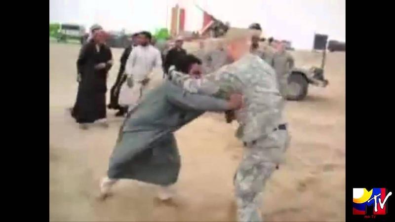 مصارعة بين جندي امريكي ومواطن عراقي